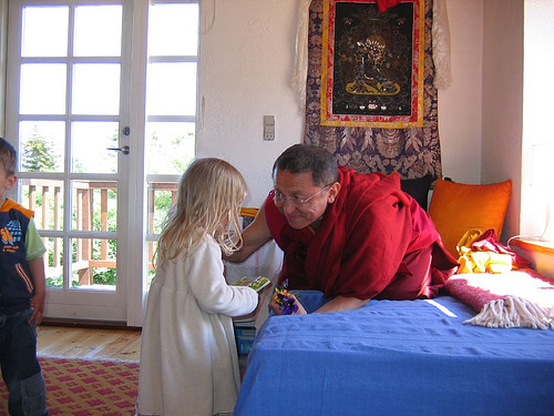 choky nyima rinpoche blesses a child